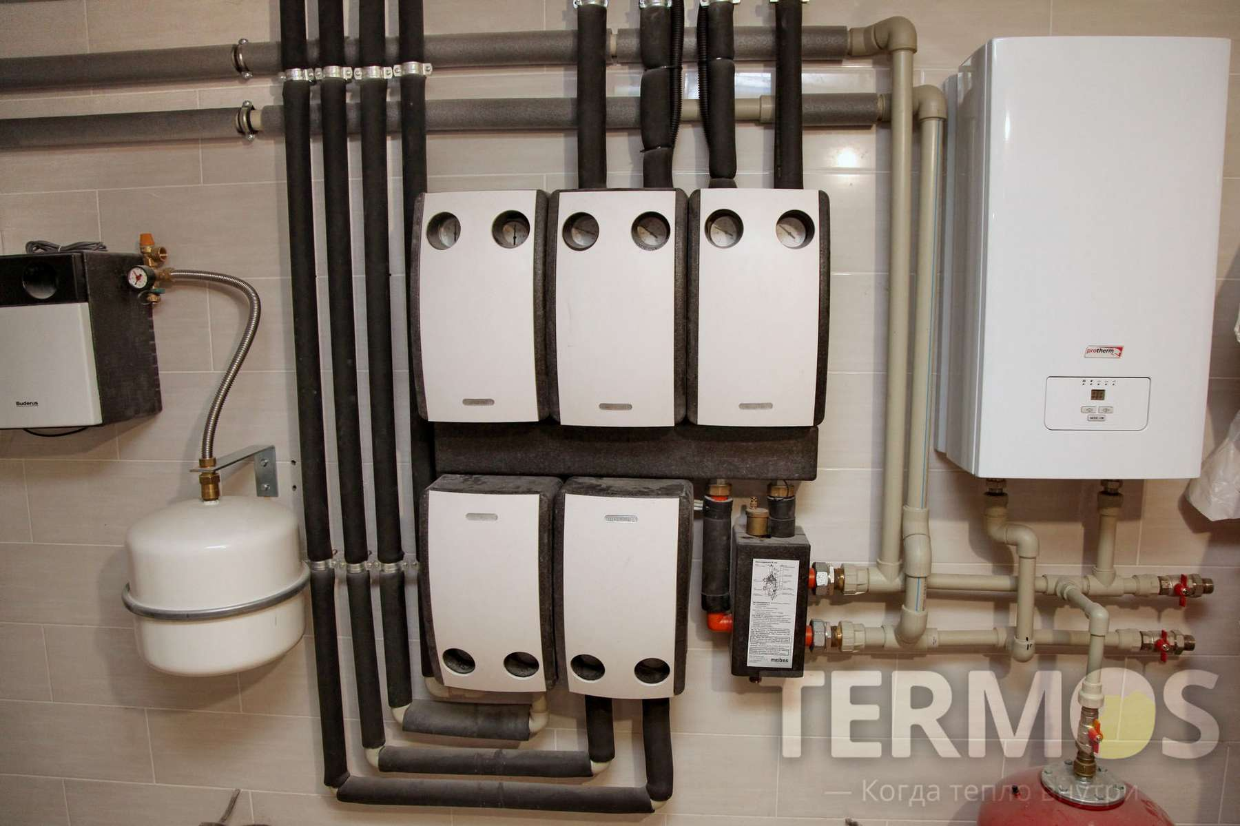 Тепловой насос обеспечивает погодозависимое управление контурами радиаторов и теплого пола