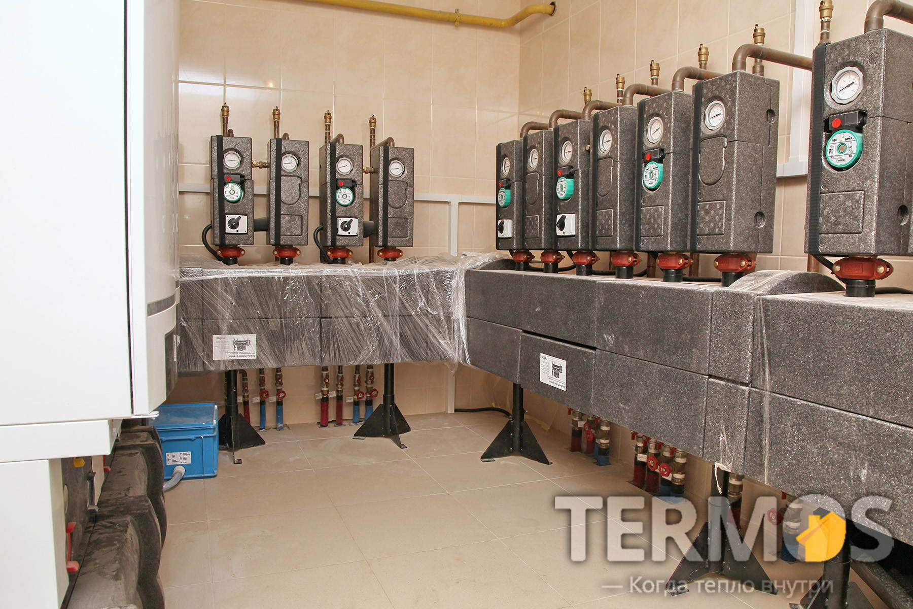 Функции системы отопления - погодозависимое управление контурами радиаторов, теплого пола, контуром нагрева бассейна, вентиляции, горячего водоснабжения, циркуляции ГВС