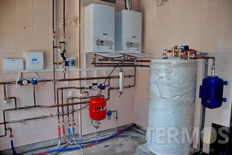 2 газовых котла Vaillant atmoTEC plus 28 кВт и гелиосистема