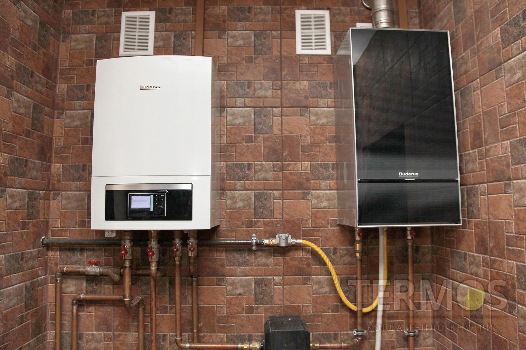 Дом 300 кв м. Система отопления на воздушном тепловом насосе BUDERUS Германия 17 кВт и газовом конденсационным котлом BUDERUS. Исходя из наружной температуры и расценок на газ и электричество, подключается источник обеспечивающий большую эффективность