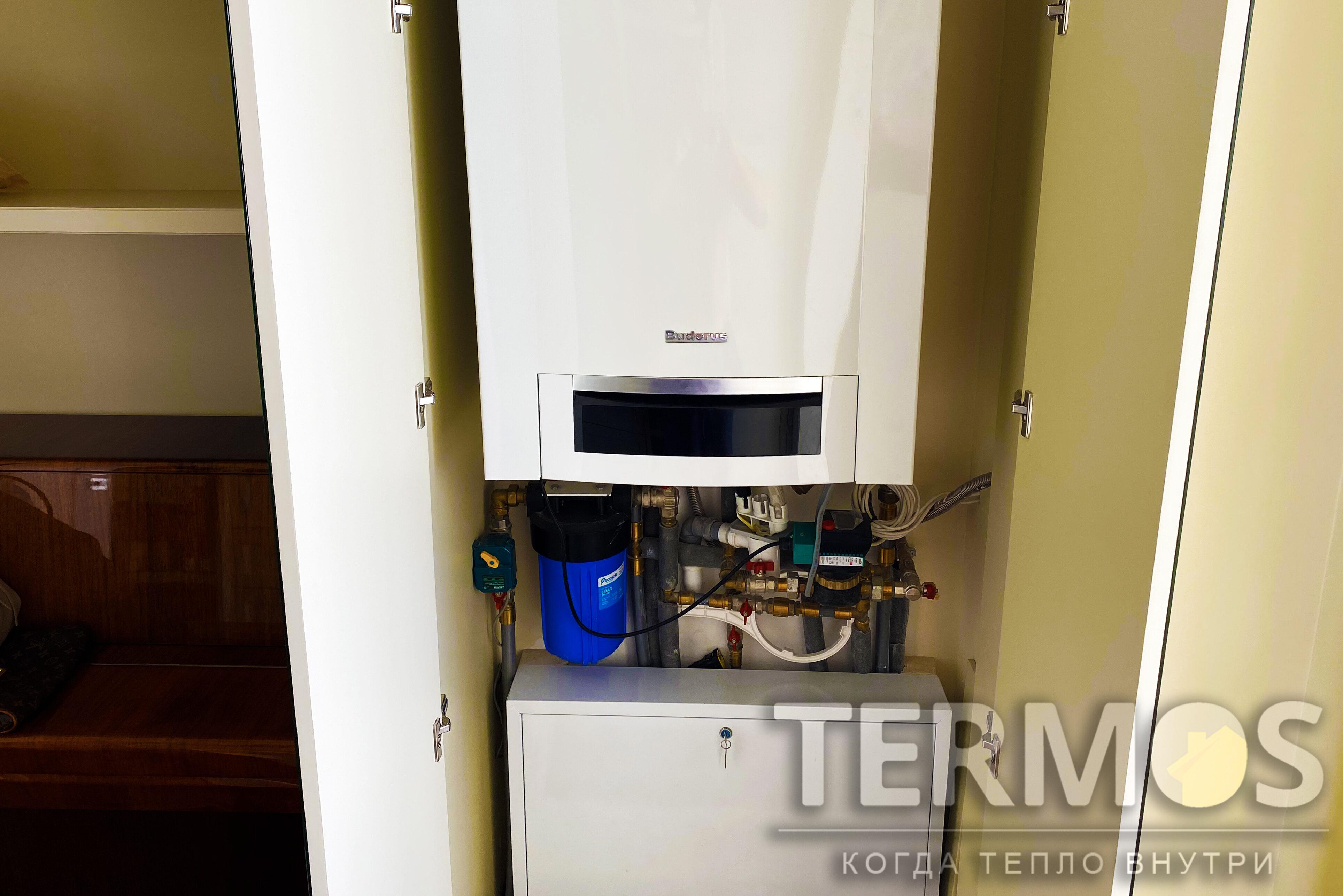 Газовый конденсационный котел Logamax plus GB172 T50, с мощностью на горячую воду 30 кВт, с номинальным коэффициентом использования 109%