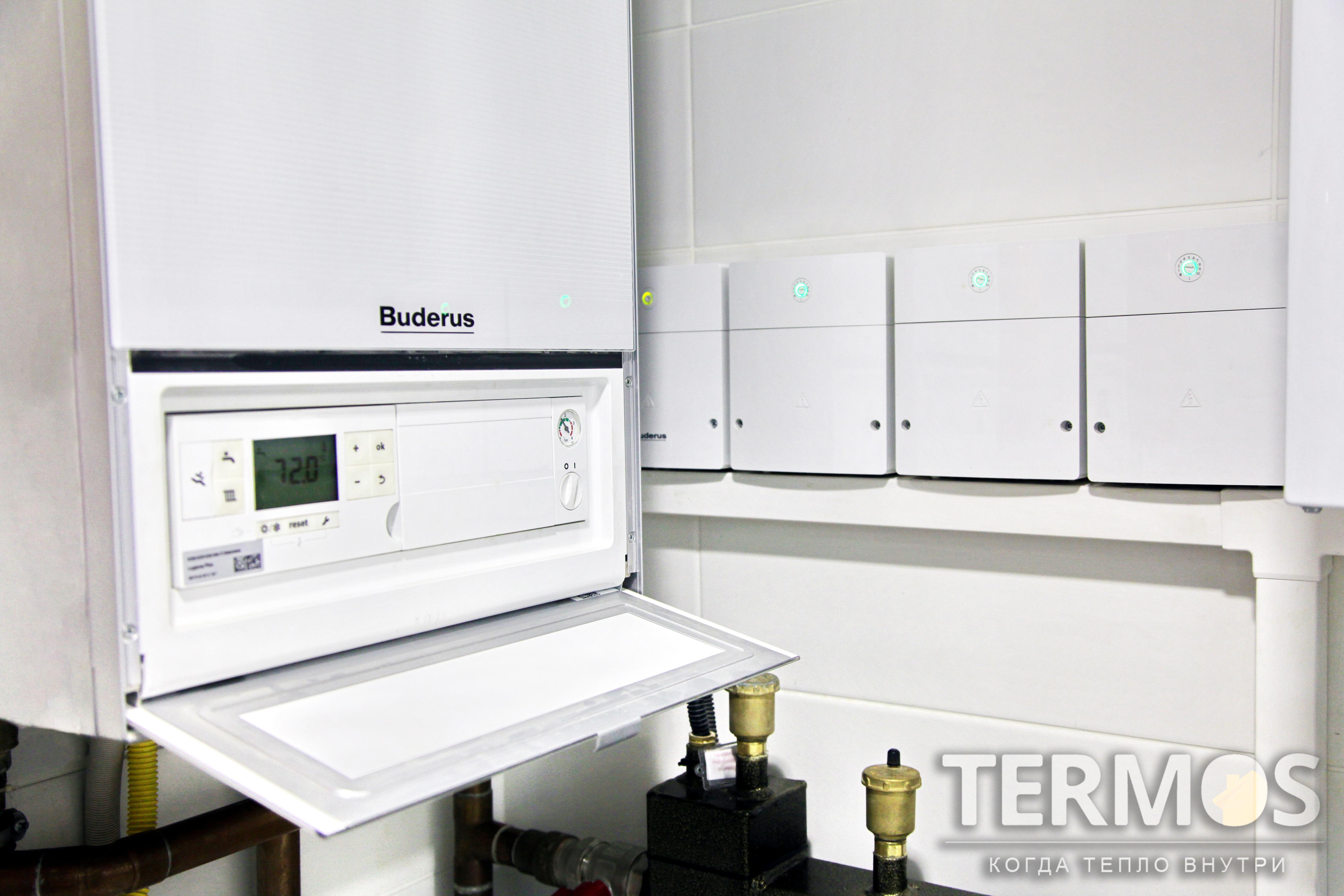 Функции системы отопления - погодозависимое отопление дома радиаторами и теплым полом, нагрев наружного бассейна, приготовление горячей воды в 300 л бойлере косвенного нагрева, циркуляция ГВС, контроль и управление через интернет