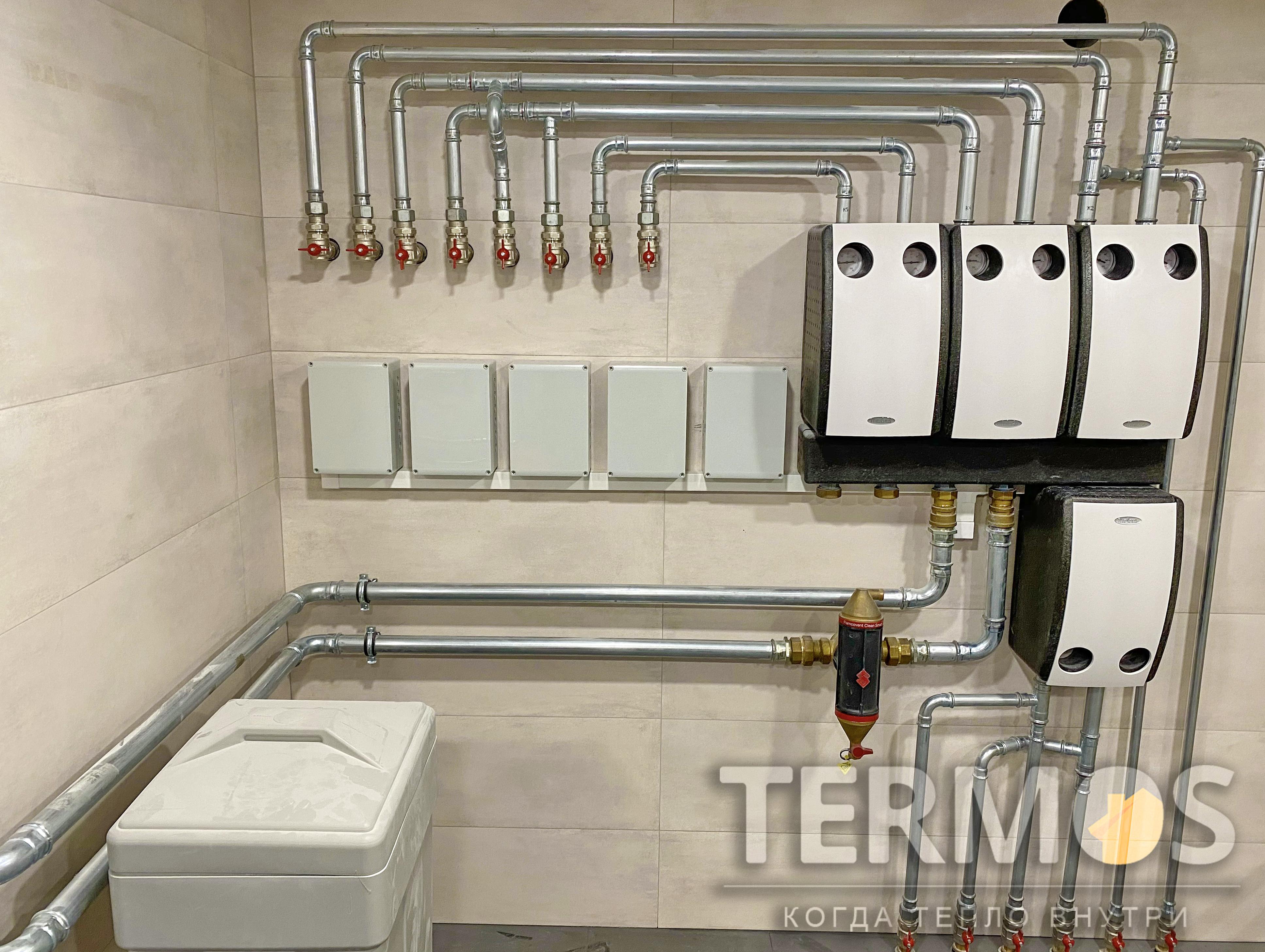 Функции нагрева: отопление дома радиаторами, поэтажное отопление теплым полом, приготовление горячей воды в 500 л бойлере, автоматический нагрев наружного бассейна, контроль и управление через интернет