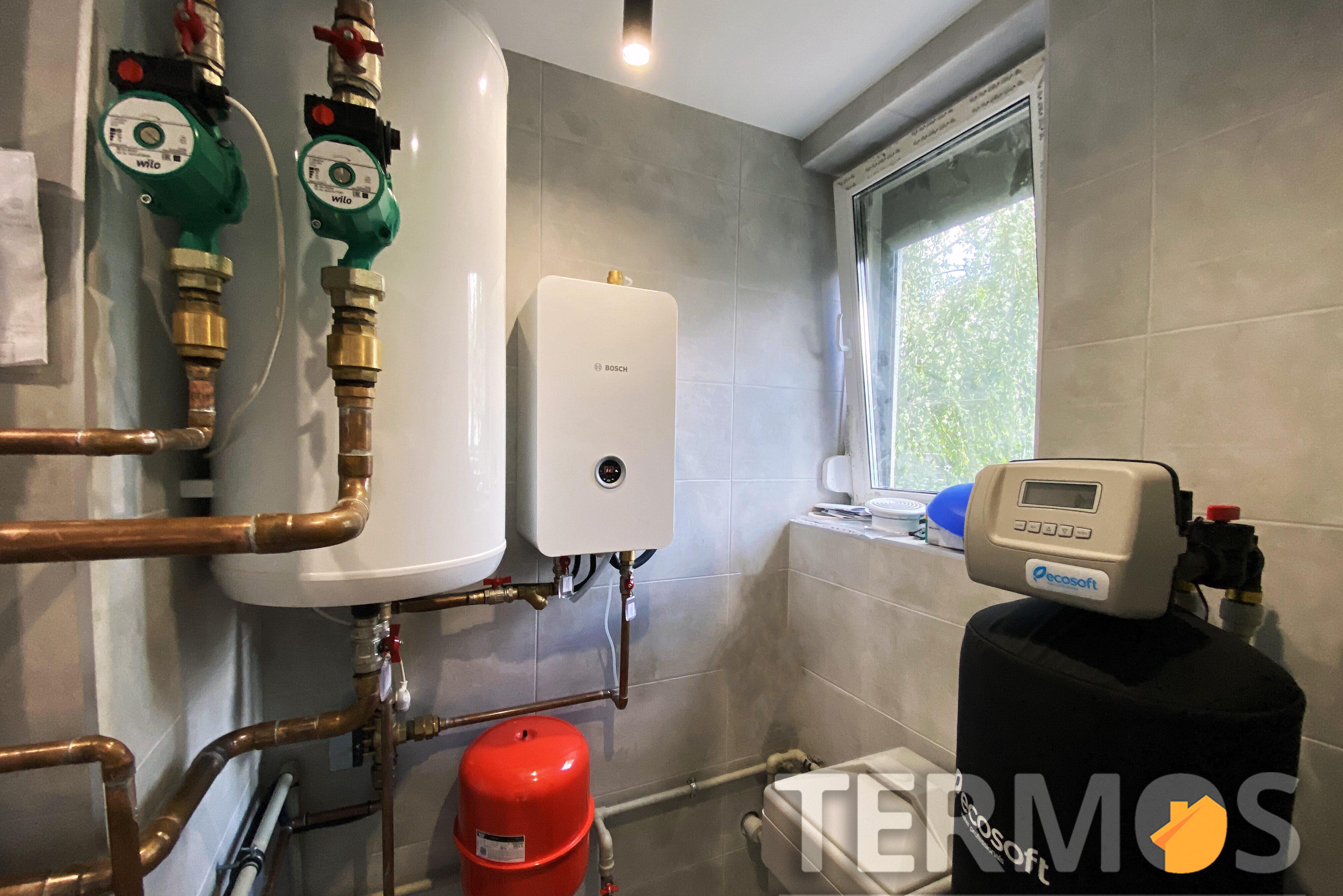 Дом 160 кв м. Система отопления на электрическом котле Bosch 15  кВт, с предусмотренным дальнешим подключением воздушного реверсивного теплового насоса холод/тепло