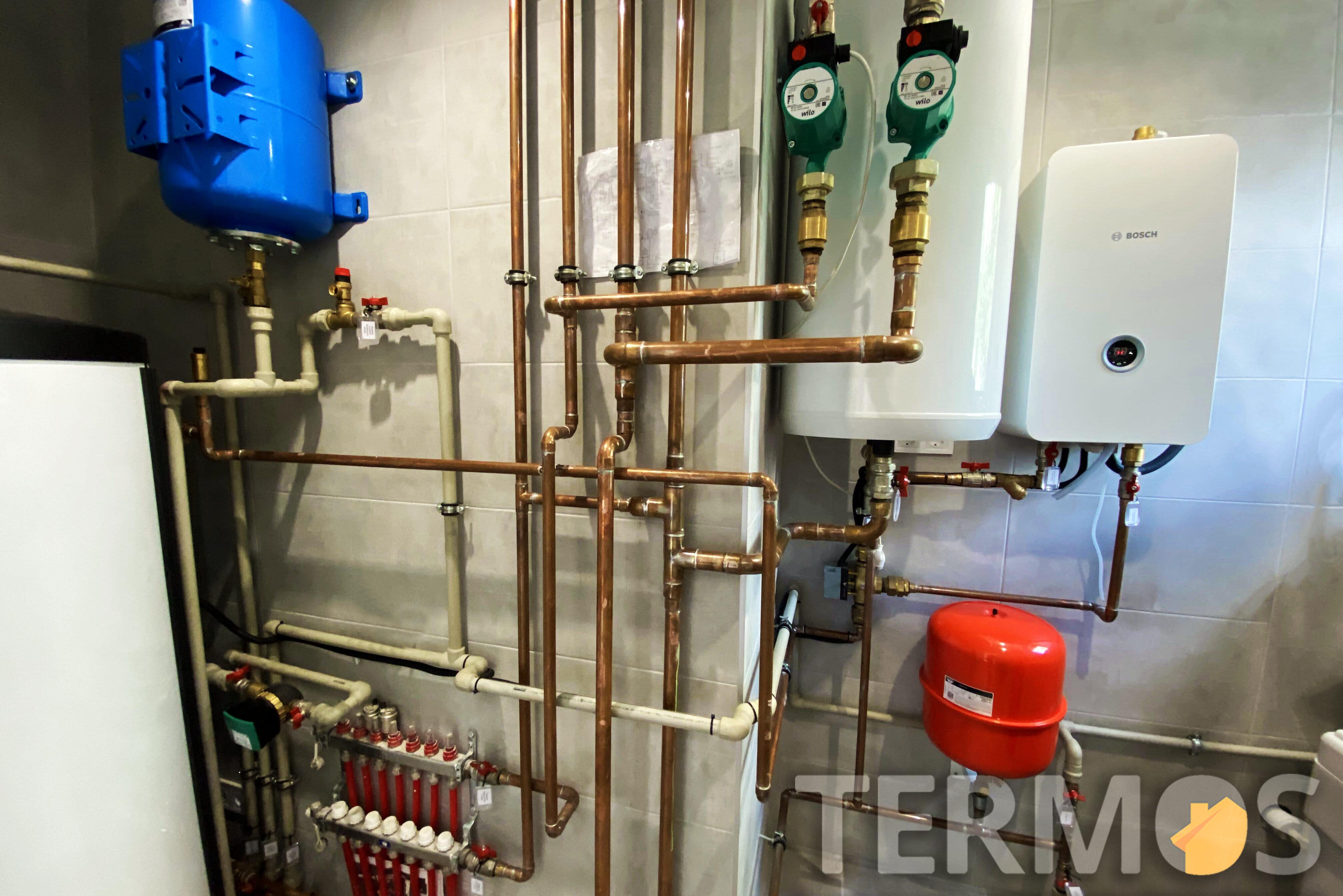 Высокоэффективный бойлер 300 л для горячего водоснабжения и буферная емкость, обеспечивают возможность установки воздушного теплового насоса, быстро и без переделки топочной