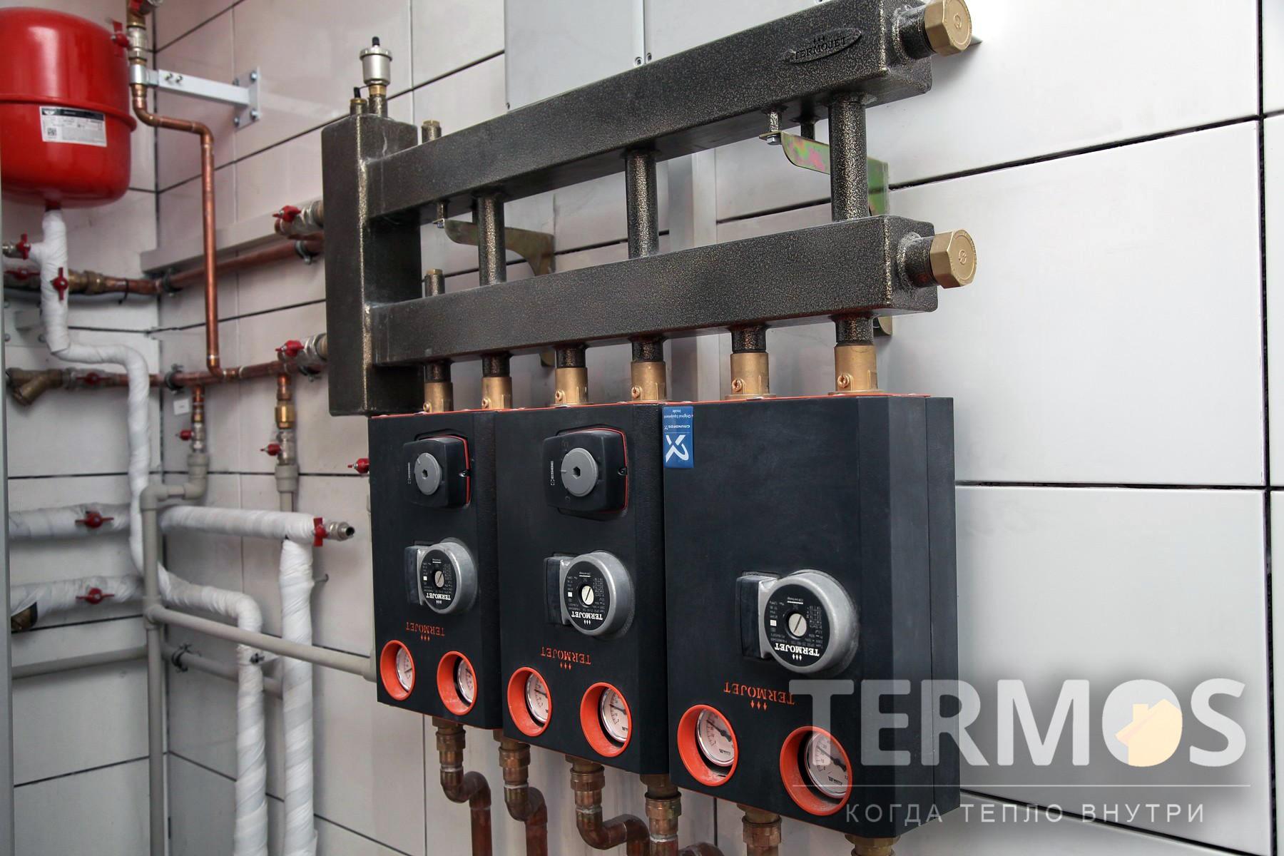 Функции: отопление основного дома радиаторами и  теплым полом, отопление отдельно стоящей бани, приготовление горячей воды, управление через интернет.