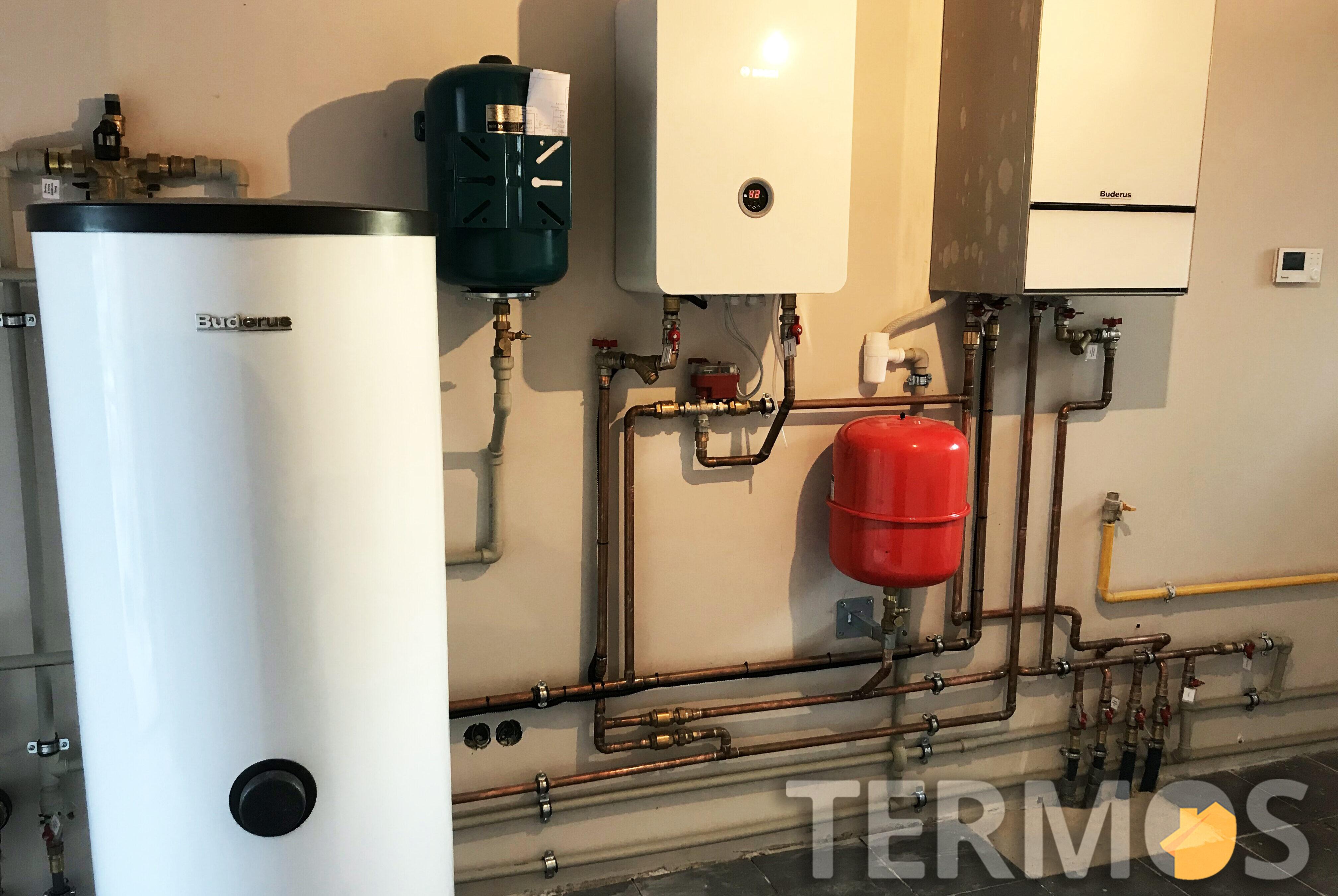 Дом 160 кв м. Система отопления на газовом конденсационном котле, с условным КПД 109%,  и электрокотле Bosch 15 кВт с управлением работы по дешевому ночному тарифу