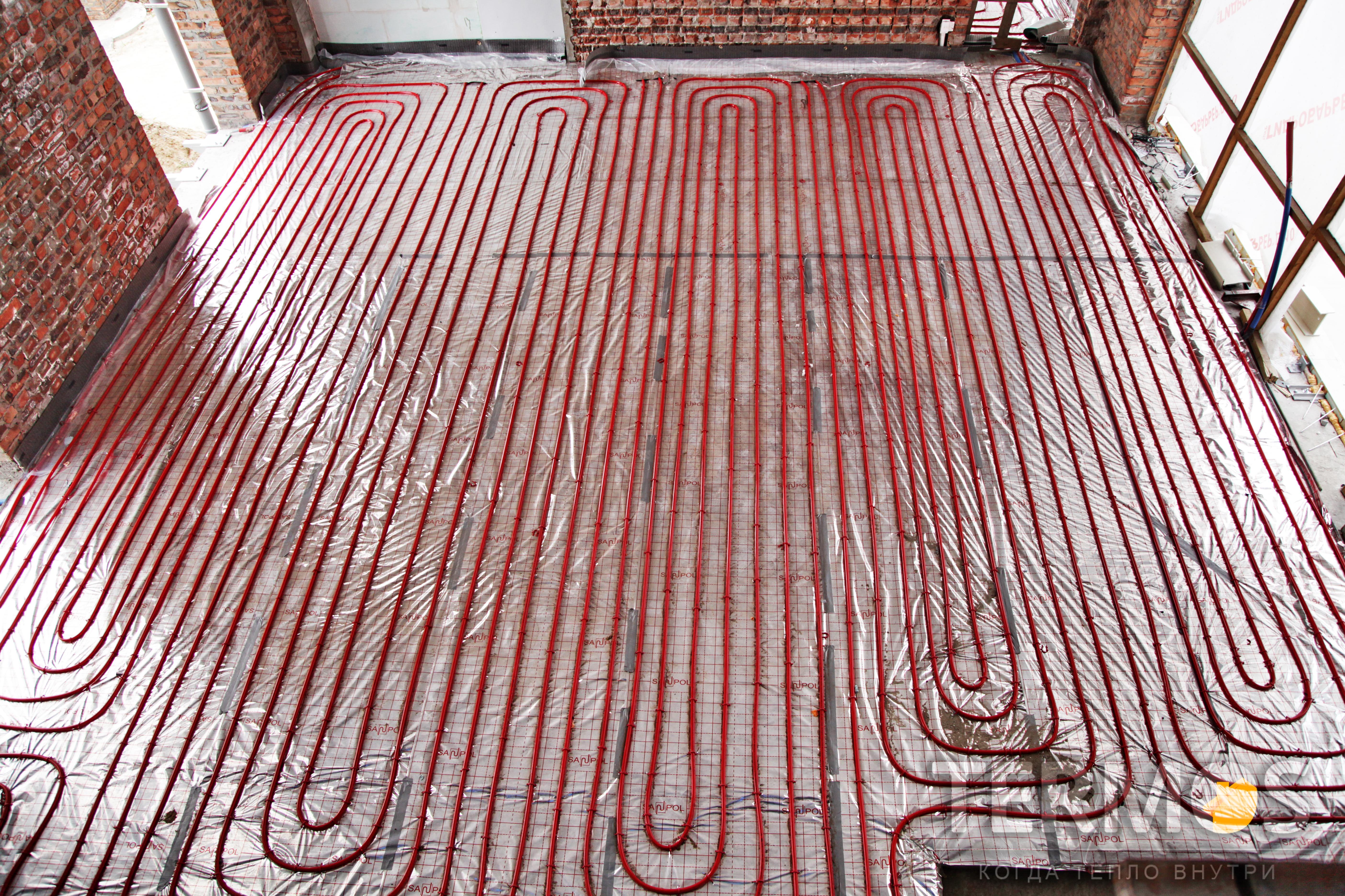 Теплый пол, в современных, низкотемпературных системах отопления, применяется как основной тип системы обогрева