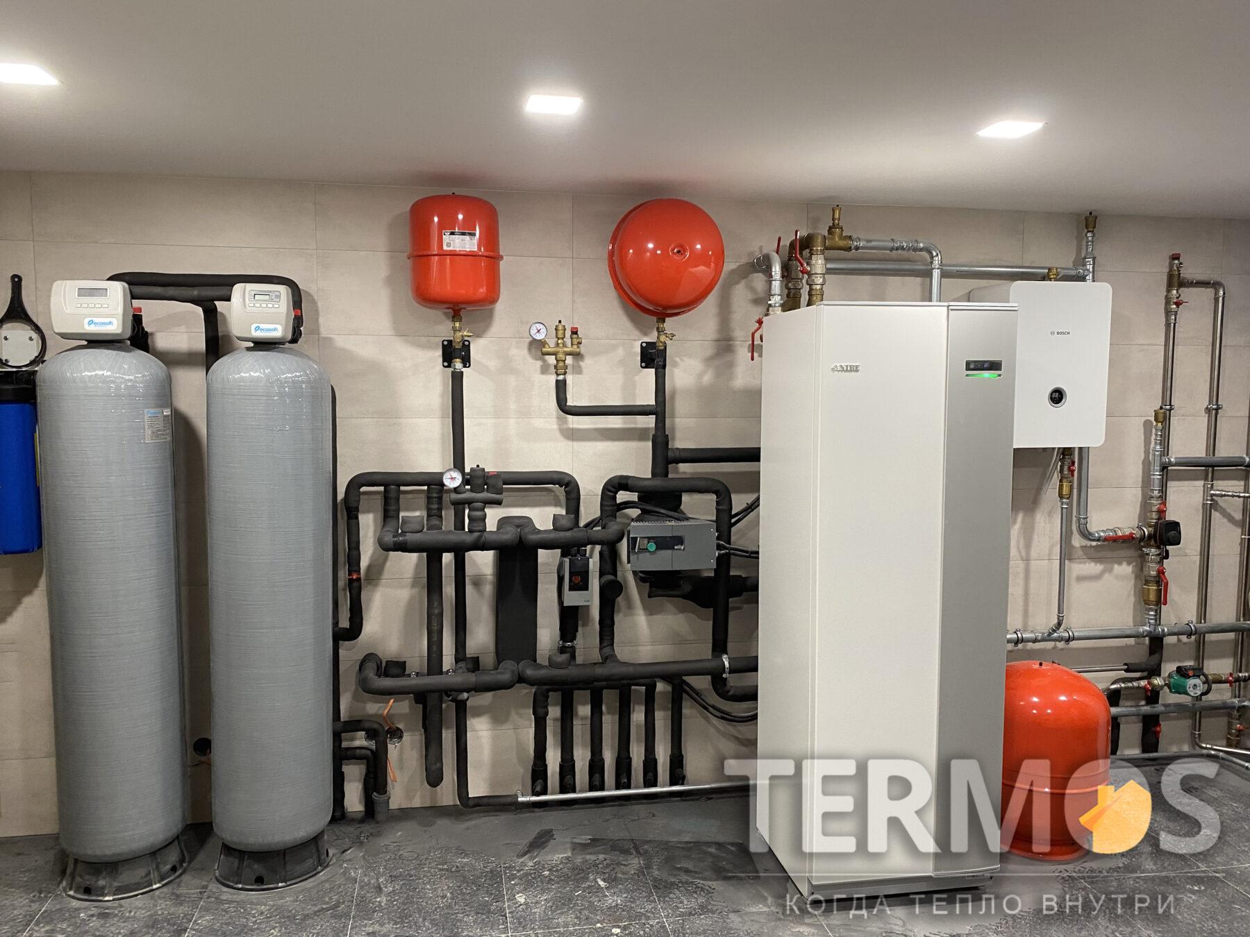 Функции: отопление теплыми полами и внутрипольными конвекторами, горячее водоснабжение, нагрев бассейна, охлаждение холодными потолками летом