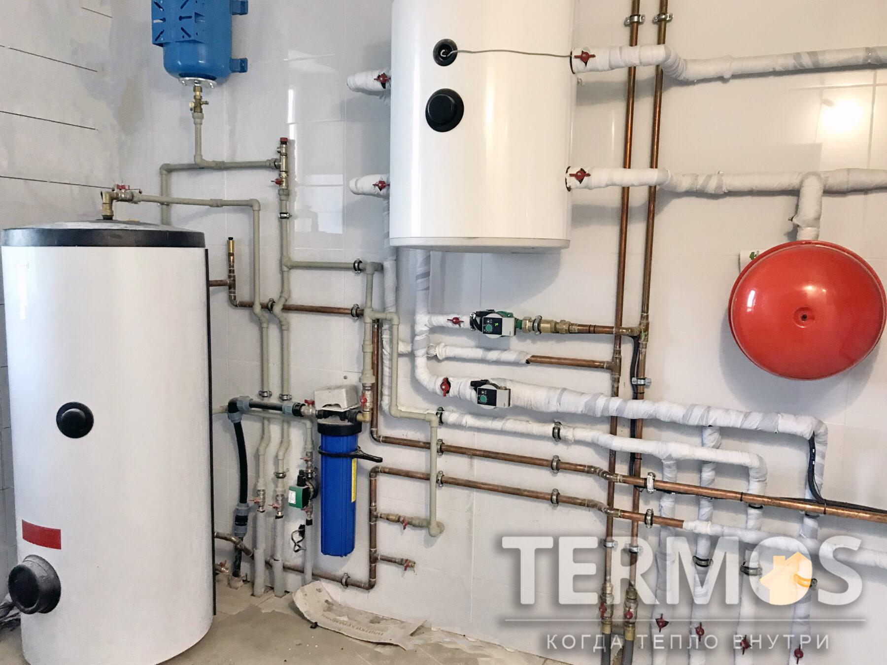 Козин. Коттедж 200 кв.м. Буферная емкость 250 л является аккумулятором тепла/холода. Горячая вода готовится в бойлере косвенного нагрева 300 литров с увеличенным теплообменником