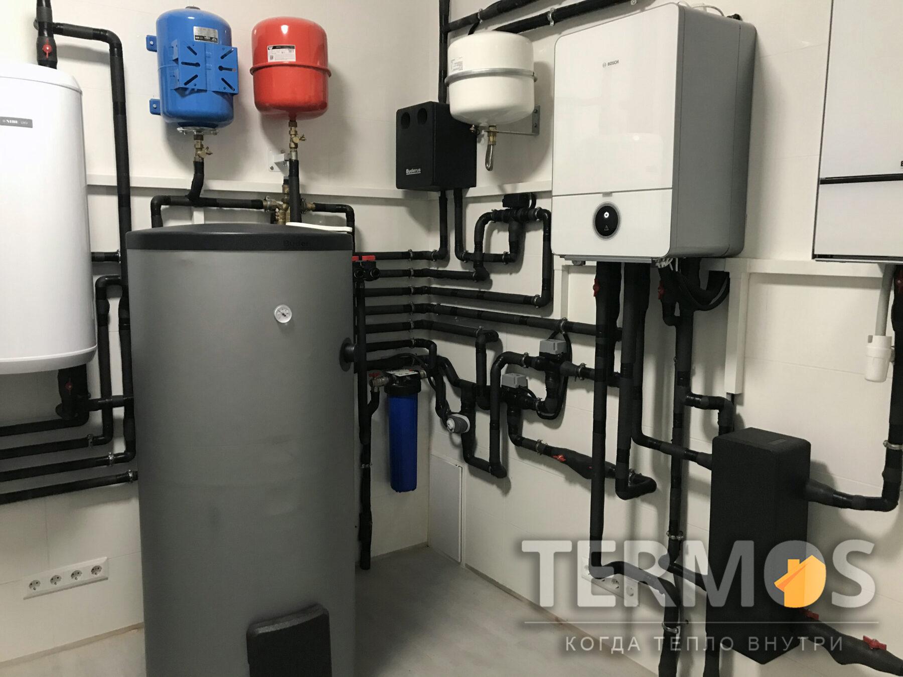 Золоче. Дом 320 кв м. Солнечные коллектора BUDERUS Германия Logasol SKN 4,0 - 4 шт обеспечивают поддержку приготовления горячей воды в 400 л бойлере