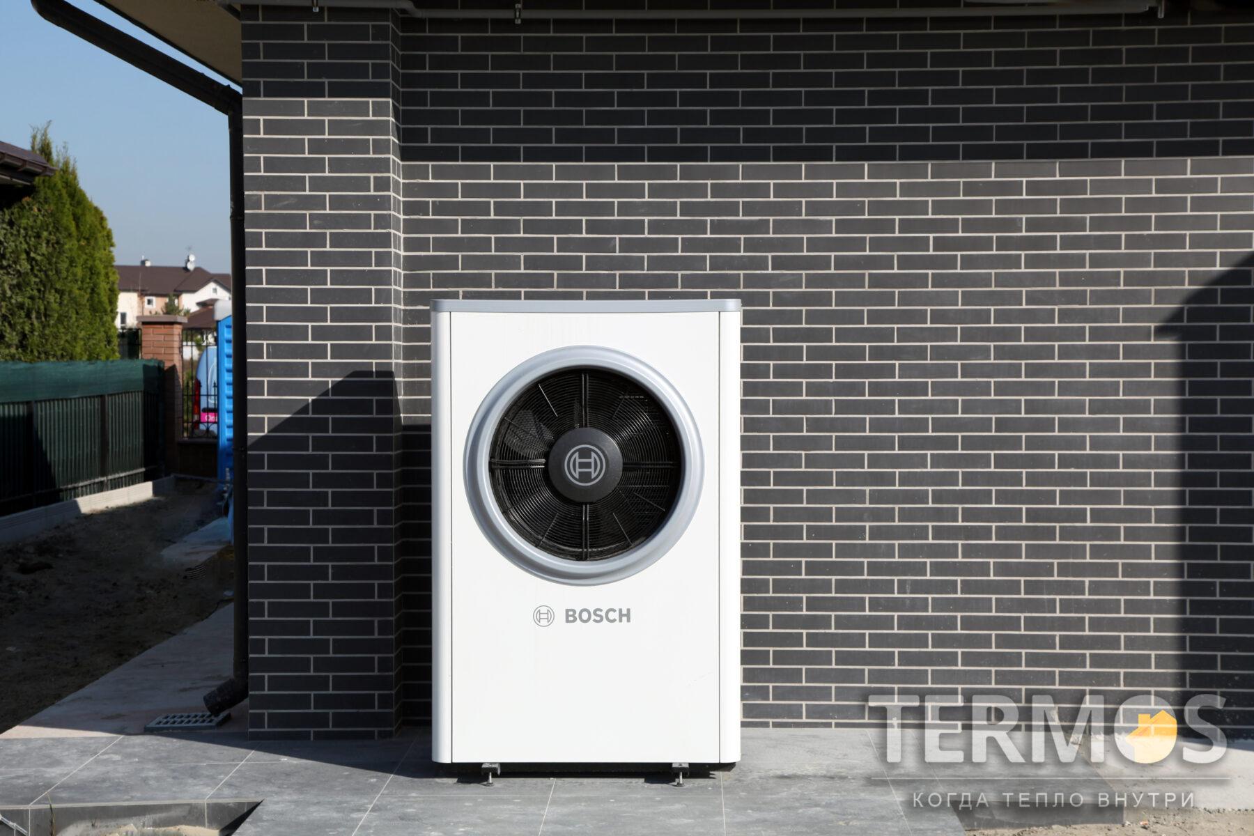 Золоче. Дом 320 кв м. Воздушный, реверсивный тепловой насос BOSCH (Германия) Compress 7000i 13 кВт с режимами отопления / охлаждения